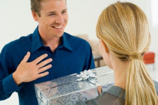 Должен ли мужчина дарить подарки 22