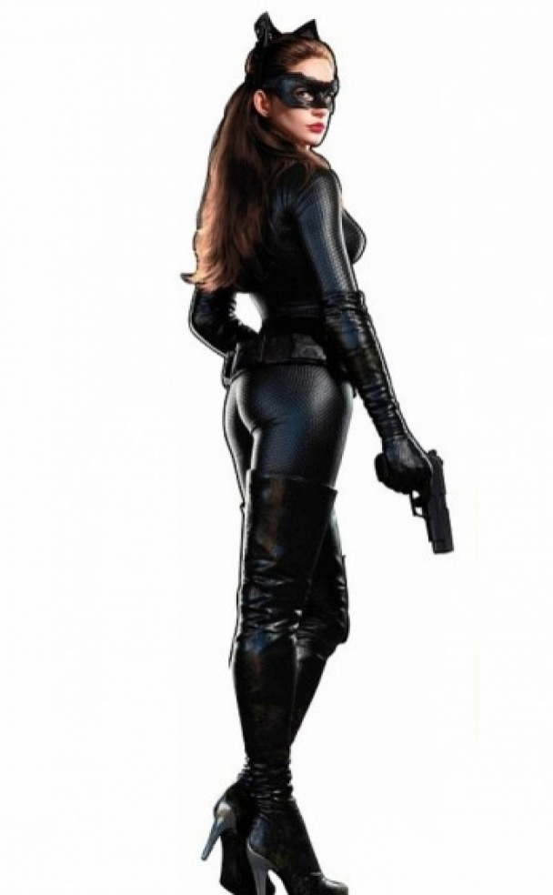 I had to physically transform  Hathaway told the magazine.  Chris sat me down at the beginning and said u0027Joseph Gordon-Levitt did all of his own fighting ...  sc 1 st  JOE.ie & Hereu0027s Anne Hathaway in her skin-tight u0027The Dark Knight Rises ...
