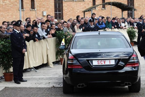 Prisoners (L) greet Pope Benedict XVI (i
