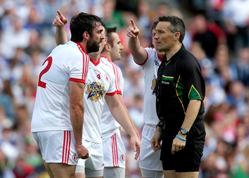 Tyrone players argue with Maurice Deegan after he awarded Mayo a penalty 25/8/2013