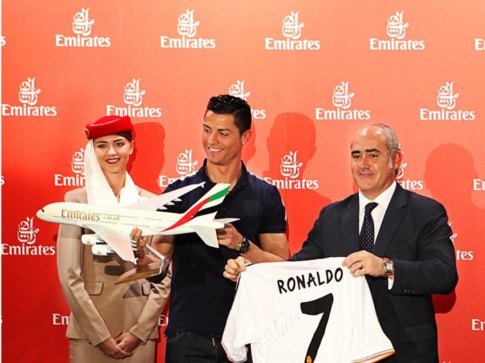 Emirates Global Ambassador Cristiano Ronaldo and Emirates Country Manager Fernando Suarez de Gongora