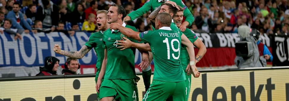John Oohn O'Shea celebrates with teammates after scoring the equalising goal 14/10/2014