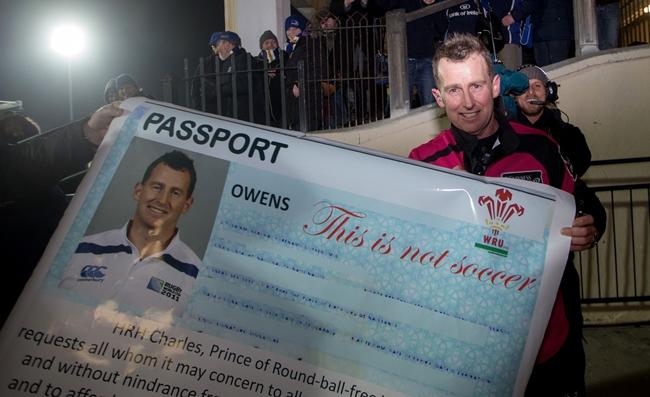 Leinster's fans present referee Nigel Owen with a passport 20/2/2015