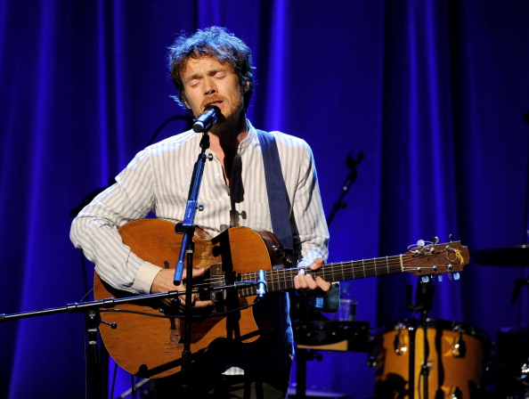 BEVERLY HILLS, CA - FEBRUARY 27:  Musician Damien Rice performs at the David Lynch Foundation Gala Honoring Rick Rubin at the Beverly Wilshire Hotel on February 27, 2014 in Beverly Hills, California.  (Photo by Kevin Winter/Getty Images)