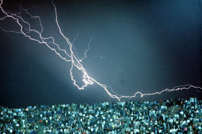 1990 World Cup Finals, Cagliari, Italy, 11th June, 1990, England 1 v Republic Of Ireland 1, A huge lightning bolt strikes over the Sant' Elia Stadium during the match  (Photo by Bob Thomas/Getty Images)