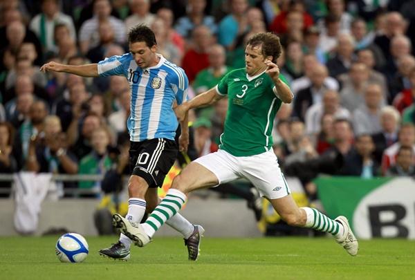 International Friendly 11/8/2010 Republic of Ireland vs Argentina Lionel Messi of Argentina with Kevin Kilbane of Ireland Mandatory Credit ©INPHO/Donall Farmer *** Local Caption ***