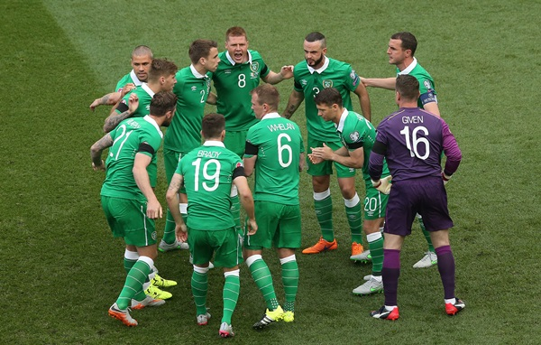 UEFA European Championship 2016 Qualifying Round, Aviva Stadium, Dublin 13/6/2015 Republic of Ireland vs Scotland The Ireland team huddle Mandatory Credit ©INPHO/James Crombie