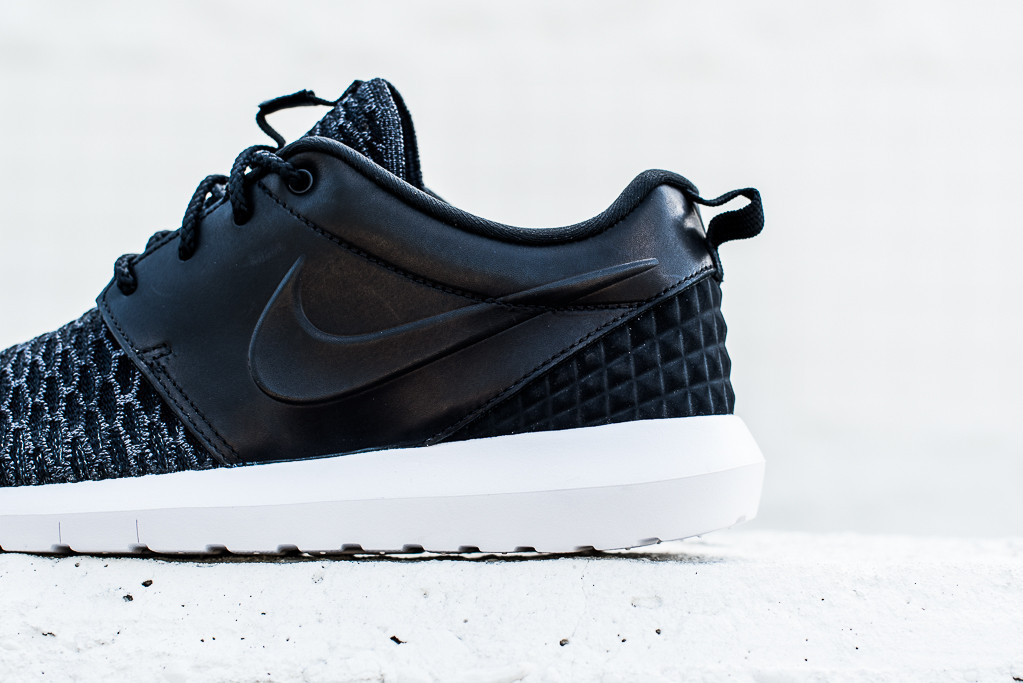 Nike_Roshe_NM_Flyknit_PRM_Black_Black_Politics_Hypebeast_3_1024x1024