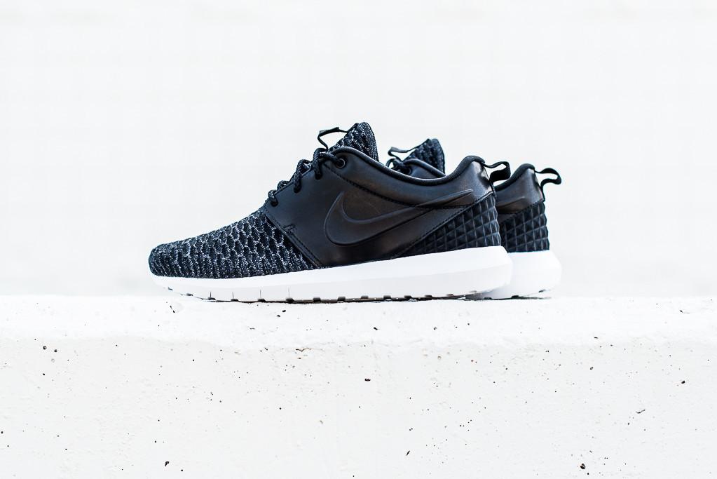 Nike_Roshe_NM_Flyknit_PRM_Black_Black_Politics_Hypebeast_4_1024x1024
