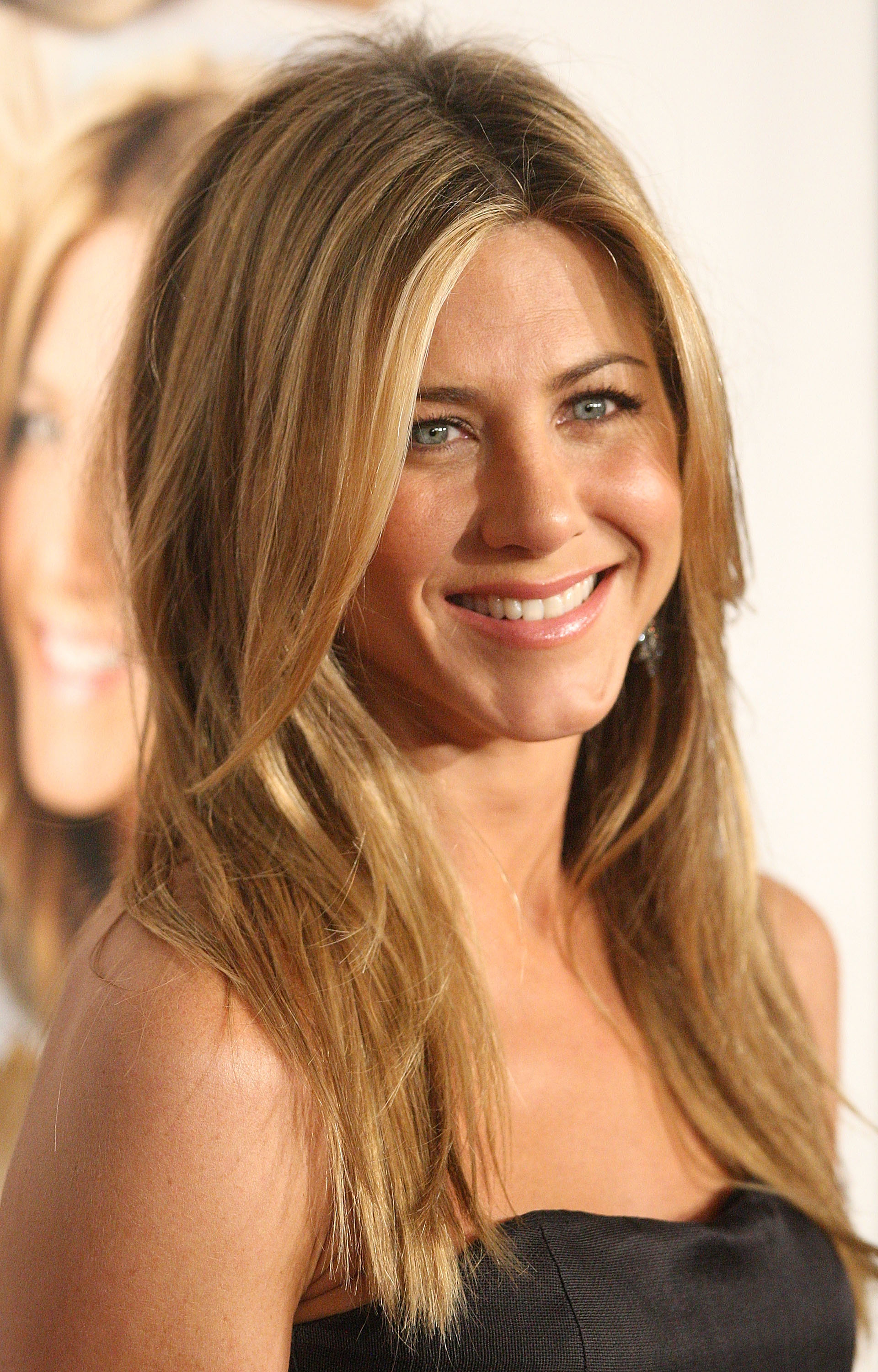 """WESTWOOD, CA - DECEMBER 11:  Actress Jennifer Aniston arrives at the Los Angeles premiere of """"Marley & Me"""" on December 11, 2008 in Los Angeles, California.  (Photo by Jason Merritt/FilmMagic)"""