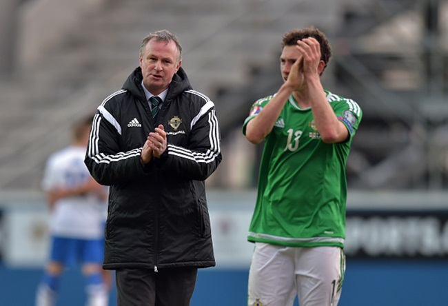 BELFAST, NORTHERN IRELAND - MARCH 29: Northern Ireland manager Michael O'Neill (L) and Corey Evans applaud the home support after the EURO 2016 Group F qualifier at Windsor Park on March 29, 2015 in Belfast, Northern Ireland. (Photo by Charles McQuillan/Getty Images)
