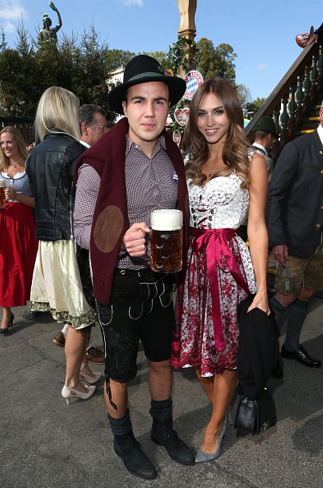 MUNICH, GERMANY - SEPTEMBER 30: Mario Goetze and his partner Ann-Kathrin Broemmel attend the 'FC Bayern Muenchen Wiesn'  during Oktoberfest 2015 at Kaeferschaenke on September 30, 2015 in Munich, Germany.  (Photo by Gisela Schober/Getty Images)
