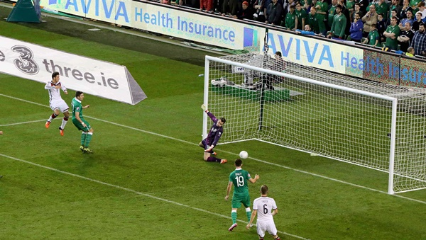 Mesut Ozil has his goal judged offside 8/10/2015