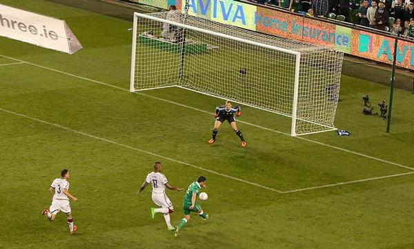 Shane Long scores their first goal 8/10/2015