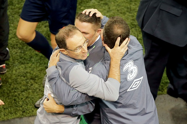 Martin O'Neill, Robbie Keane and Roy Keane celebrate the final whistle 8/10/2015