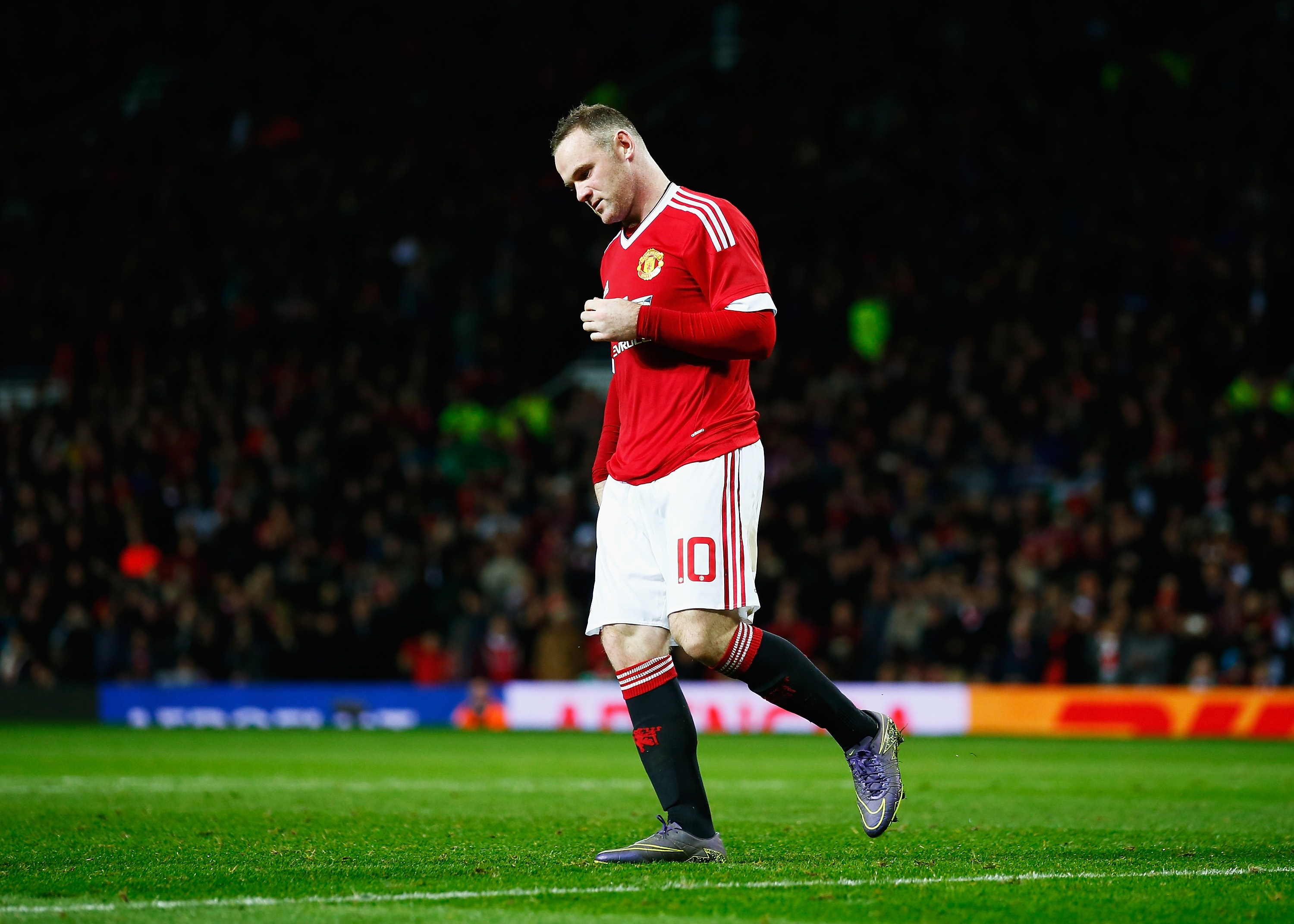 MANCHESTER, ENGLAND - OCTOBER 28: Wayne Rooney of Manchester United looks dejected after failing to score in the penalty shoot out during the Capital One Cup Fourth Round match between Manchester United and Middlesbrough at Old Trafford on October 28, 2015 in Manchester, England. (Photo by Shaun Botterill/Getty Images)