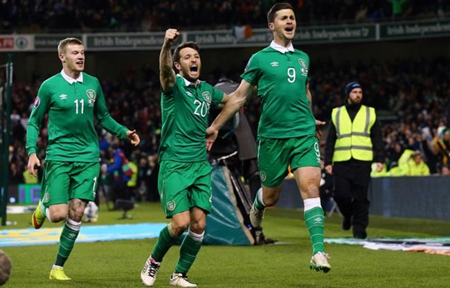 UEFA European Championship 2016 Qualifying Round, Aviva Stadium, Dublin 29/3/2015 Republic of Ireland vs Poland Ireland's Shane Long celebrates scoring a goal with Wes Hoolahan Mandatory Credit ©INPHO/Cathal Noonan