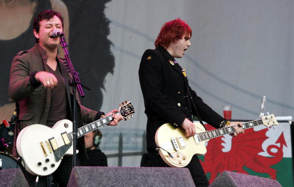 GLASTONBURY, UNITED KINGDOM - JUNE 24: Manic Street Preachers members James Dean Bradfield (L) and Nicky Wire perform on the Pyramid Stage on the final day of the Glastonbury Festival at Worthy Farm, Pilton near Glastonbury, on June 24, 2007 in Somerset, England. The Festival, started by dairy farmer Michael Eavis in 1970, has grown into the largest music festival in Europe. (Photo by Rosie Greenway/Getty Images)