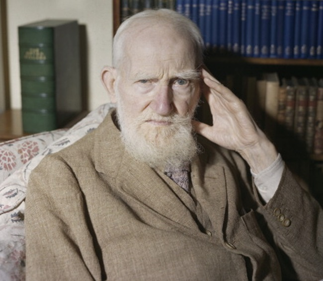 Irish playwright George Bernard Shaw (1856 - 1950) at home in Ayot St Lawrence, Hertfordshire, on the eve of his 90th birthday, 25th July 1946. (Photo by James Jarche/Popperfoto/Getty Images)
