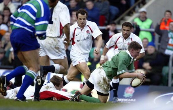 16 Feb 2002: Ronan O''Gara of Ireland scores a try during the Lloyds TSB Six Nations Championship match against England played at Twickenham, in London. England won the match 45-11. DIGITAL IMAGE. Mandatory Credit: Andrew Redington/Getty Images