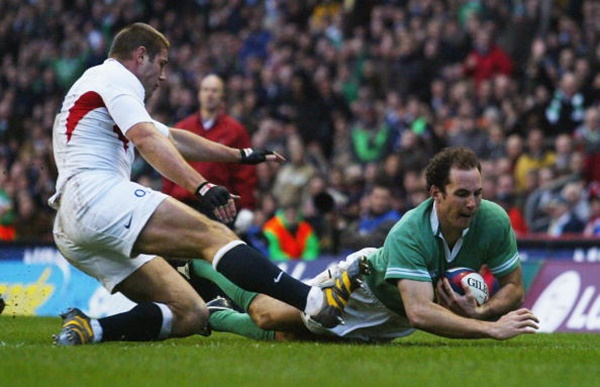 LONDON - MARCH 6: Girvan Dempsey of Ireland scores a try during the RBS Six Nations match between England and Ireland at Twickenham on March 6, 2004 in London. (Photo by Shaun Botterill/Getty Images)