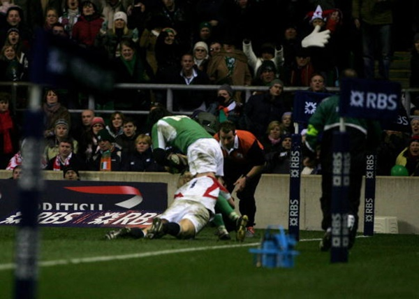 LONDON - MARCH 18: Shane Horgan of Ireland is tackled by Lewis Moody of England as he scores the winning try during the RBS Six Nations match between England and Ireland at Twickenham on March 18, 2006 in London, England. (Photo by Andrew Redington/Getty Images)