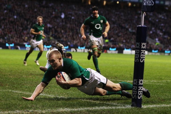LONDON, ENGLAND - FEBRUARY 27: Keith Earls of Ireland goes over for try during the RBS Six Nations match between England and Ireland at Twickenham Stadium on February 27, 2010 in London, England. (Photo by David Rogers/Getty Images)