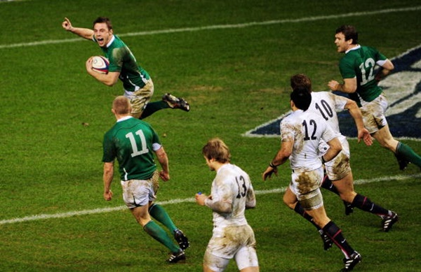 LONDON, ENGLAND - FEBRUARY 27: Tommy Bowe of Ireland celebrates as he scores the winning try during the RBS Six Nations match between England and Ireland at Twickenham Stadium on February 27, 2010 in London, England. (Photo by Mike Hewitt/Getty Images)