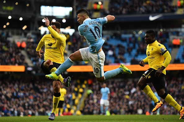 MANCHESTER, ENGLAND - MARCH 05: Sergio Aguero of Manchester City scores his team's third goal during the Barclays Premier League match between Manchester City and Aston Villa at Etihad Stadium on March 5, 2016 in Manchester, England. (Photo by Laurence Griffiths/Getty Images)