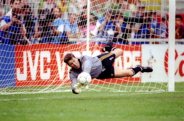 JUNE 1990: PAT BONNER THE REPUBLIC OF IRELAND GOALKEEPER MAKES A SAVE IN THE PENALTY SHOOT OUT SUDDEN DEATH IN THE SECOND ROUND MATCH AGAINST ROMANIA IN THE 1990 WORLD CUP FINALS THAT ENABLES IRELAND TO PROGRESS TO THE NEXT ROUND. Mandatory Credit: Simon Bruty/ALLSPORT