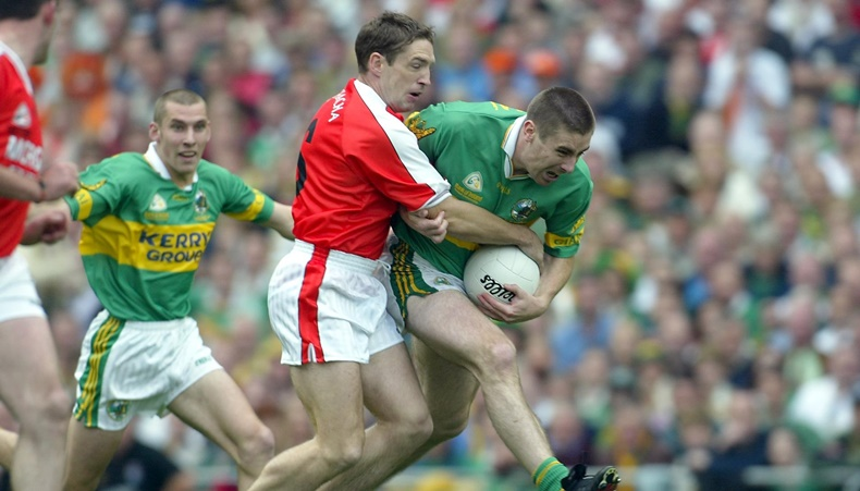 All Ireland Football Final 22/9/2002 Kerry vs Armagh Darragh O'Se of Kerry tries to force his way past Kieran McGeeney of Armagh Mandatory Credit©INPHO/Lorraine O'Sullivan