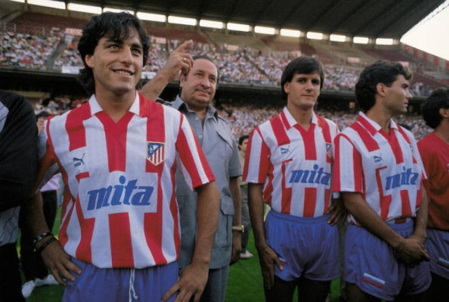 Paolo Futre next to Jesus Gil and Patxi Ferreira Presentation of the Atletico de Madrid team for the season 1989/90 (Photo by Matias Nieto/Cover/Getty Images)