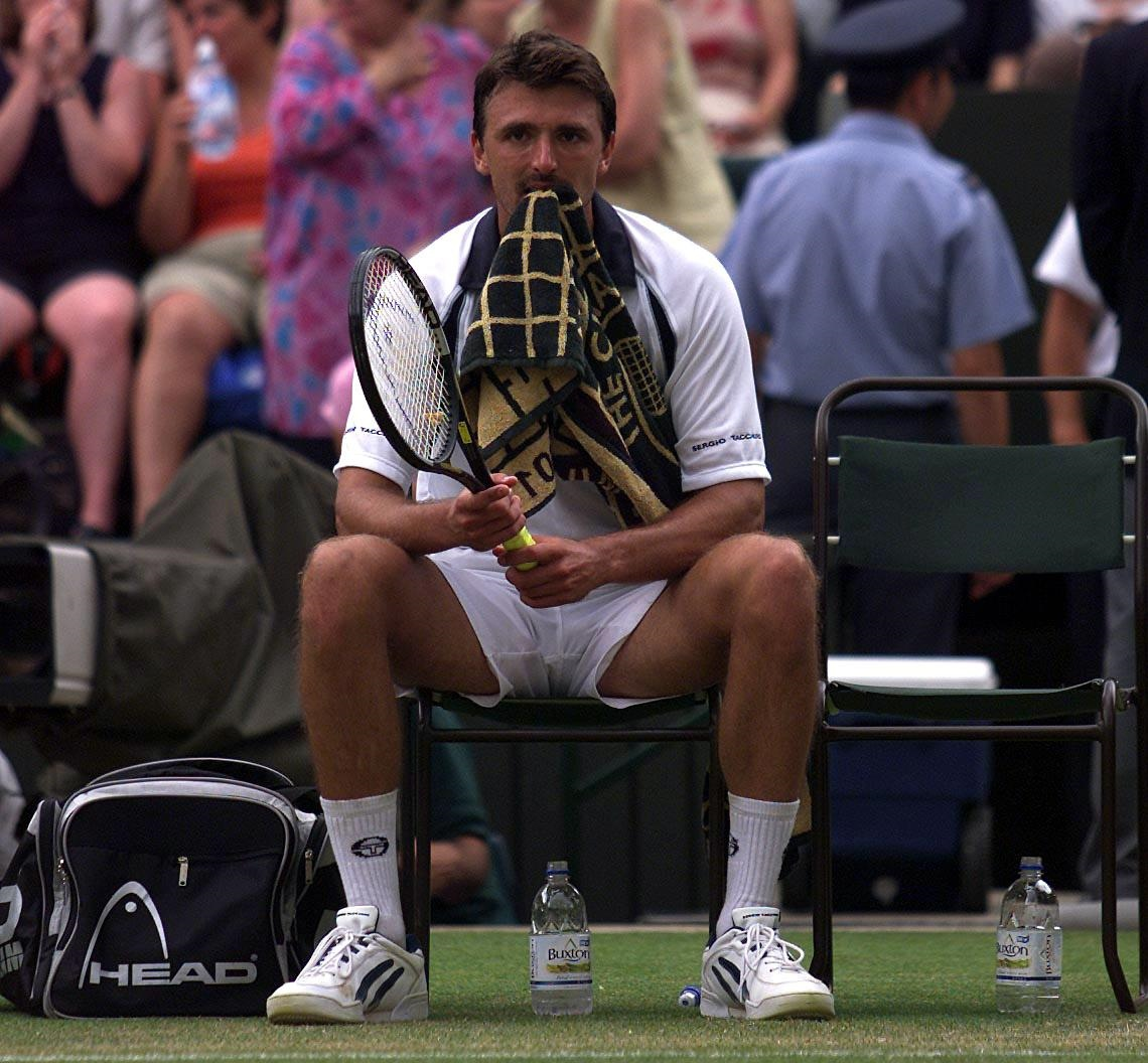6/7/2001 Wimbledon A dejected Goran Ivanisevic of Croatia after losing the third set six-love during the men's semi finals ©INPHO/Allsport