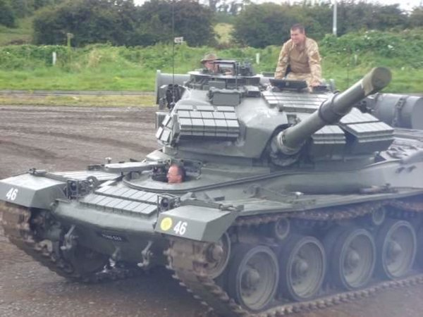 Army Tanks For Sale >> Pics Have A Bit Of Spare Cash You Can Use It To Buy This Tank On