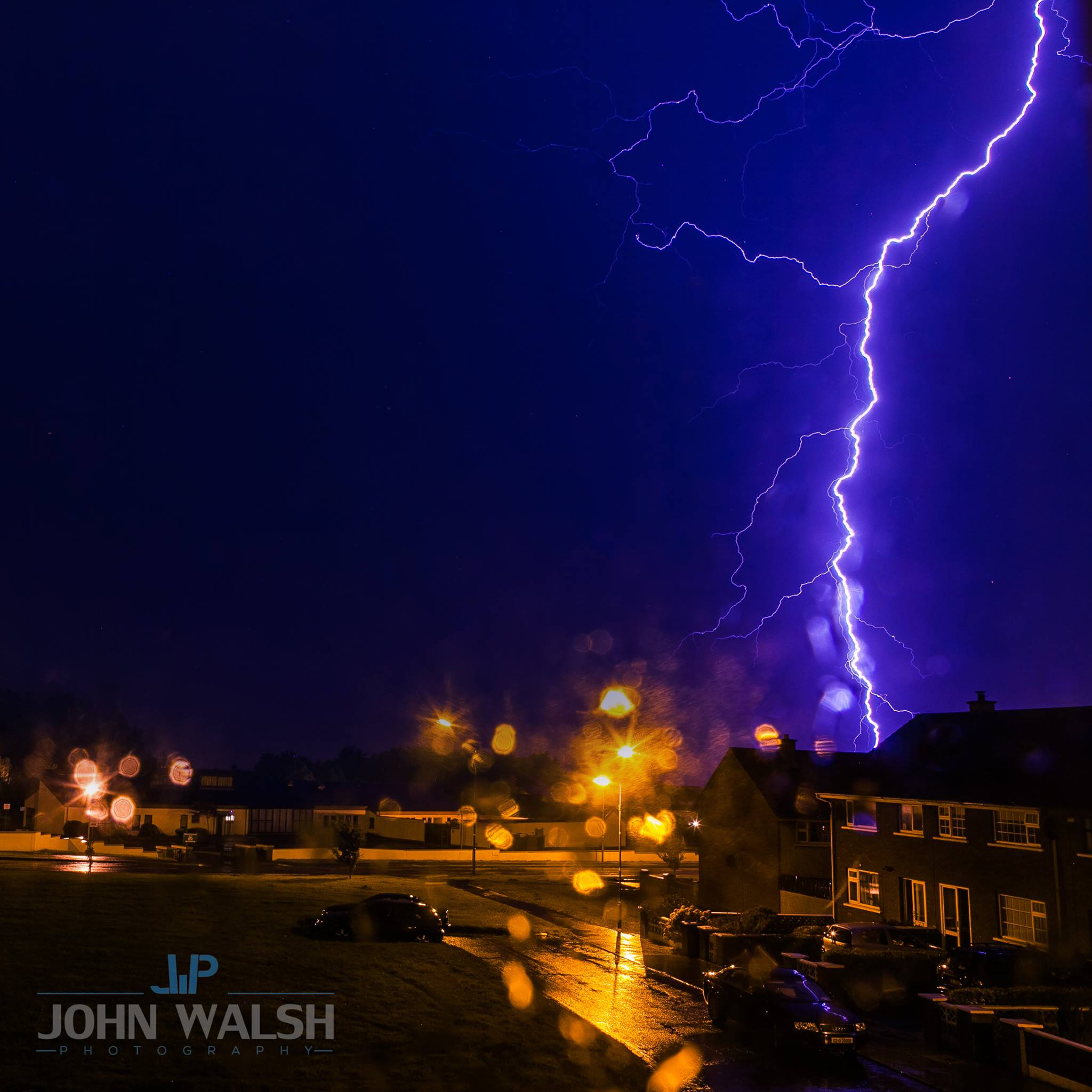 The first one was captured by photographer john walsh who spotted some lightning hitting the ground near ballybane on the outskirts of galway city