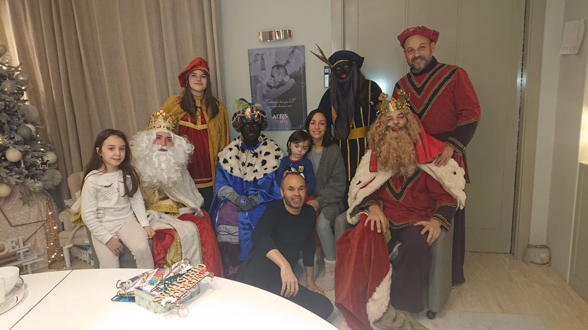 Andres Iniesta criticized after taking, posting photo with some in blackface